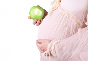 Pregnant woman eat apple